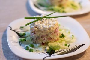 Крабовый салат с форелью